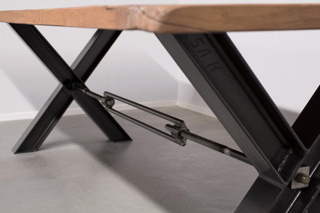 Industrie Esstisch Stahlkreuz mit Querstrebe - Alte Eiche - Art. 035