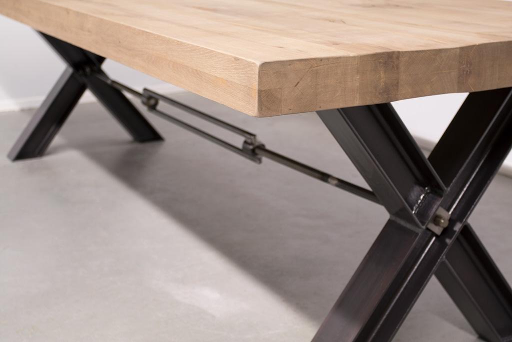 Industrie Esstisch Stahlkreuz mit Querstrebe - Rustikale Eiche - Art. 035
