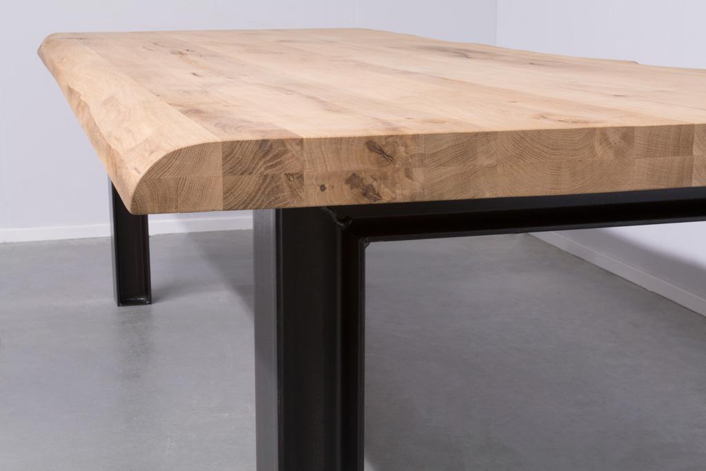 Industrie Design Esstisch n-Stahl Profil - Baumstamm Eiche - Art. 246
