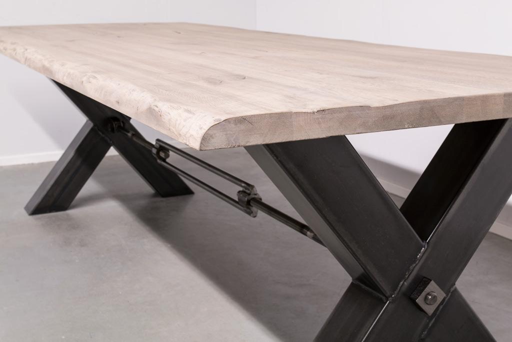 Industrie Design Esstisch Stahlkreuz mit Querstrebe - Baumstamm Eiche - Art. 249