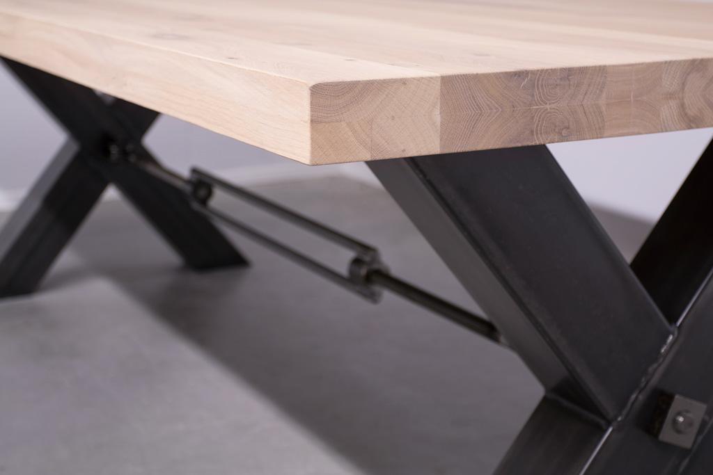 Industrie Design Esstisch Stahlkreuz mit Querstrebe - Neue Eiche - Art. 249