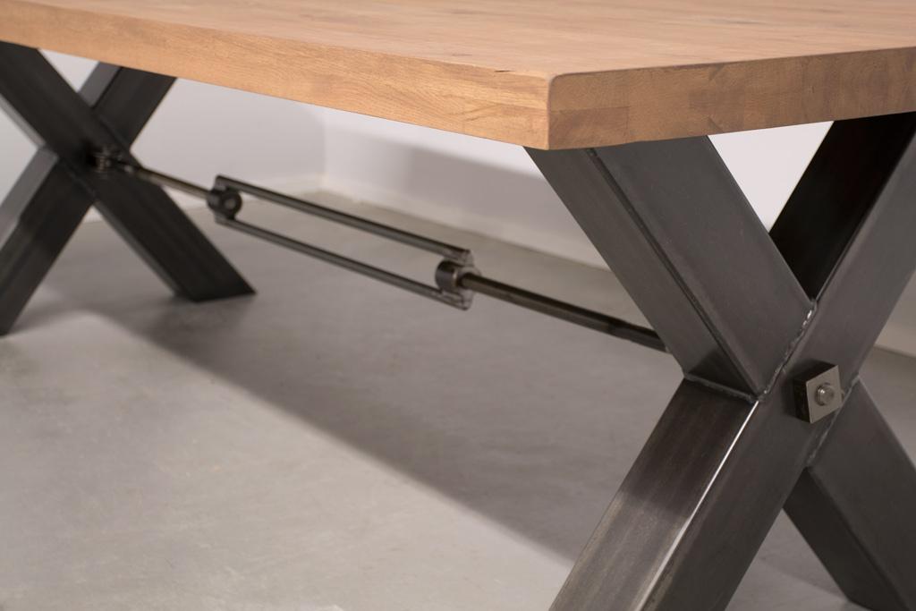 Industrie Design Esstisch Stahlkreuz mit Querstrebe - Rustikale Eiche - Art. 249