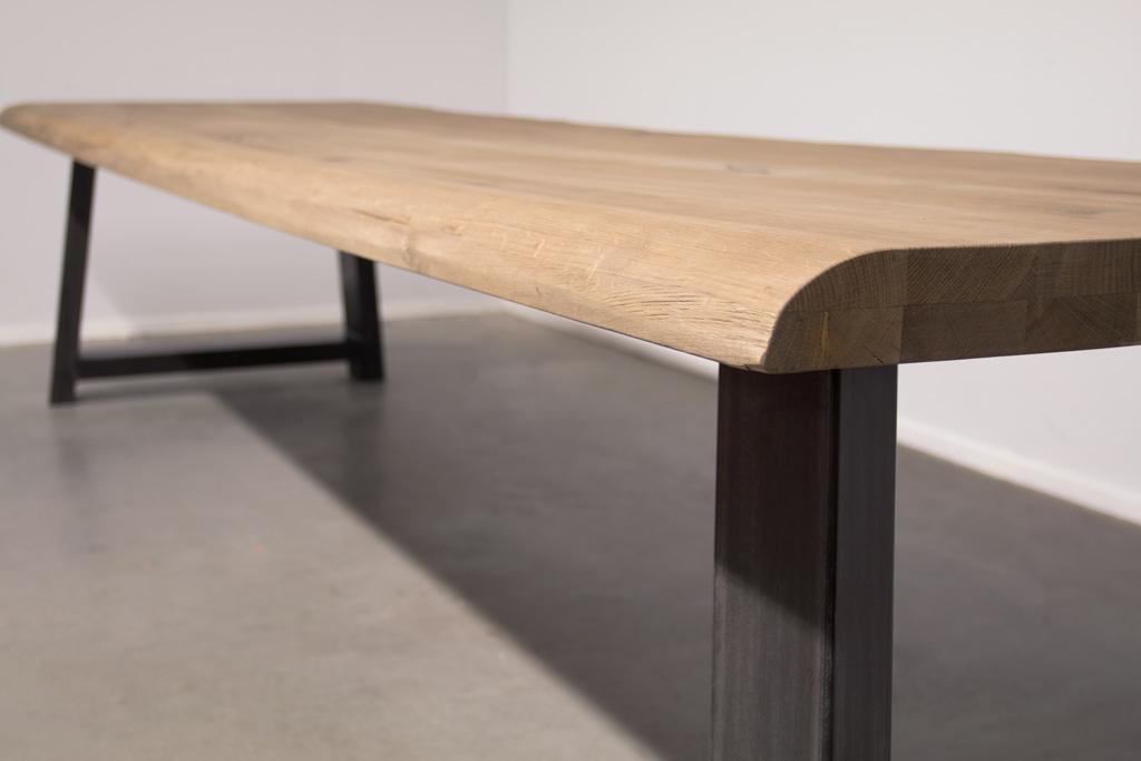 Industrie Design Esstisch Stahl Trapez Schräg - Baumstamm Eiche - Art. 414